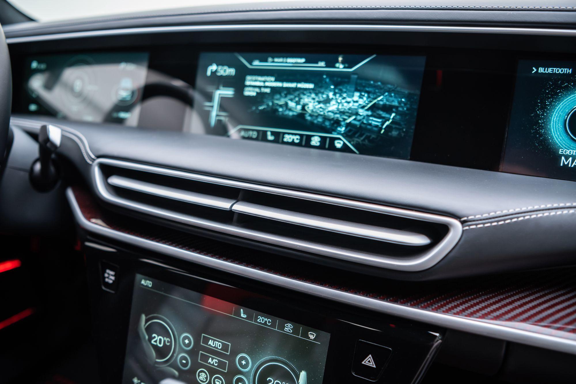 Elektrikli ve bağlantılı otomobillerin içten yanmalı motorlu otomobillere göre daha yalın sistemlere sahip olması, internet üzerinden yazılım güncelleme imkânı ve kullanıcıları teknik konularda önleyici bilgiler ile uyarma olanakları teknik servis/bakım ihtiyacını en aza indirecek.